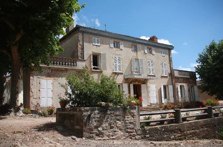 Lovely Château in the Beaujolais Vineyard - Juliénas - Inap sarapan