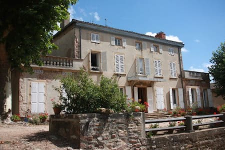 Lovely Château in the Beaujolais Vineyard - Juliénas - Bed & Breakfast