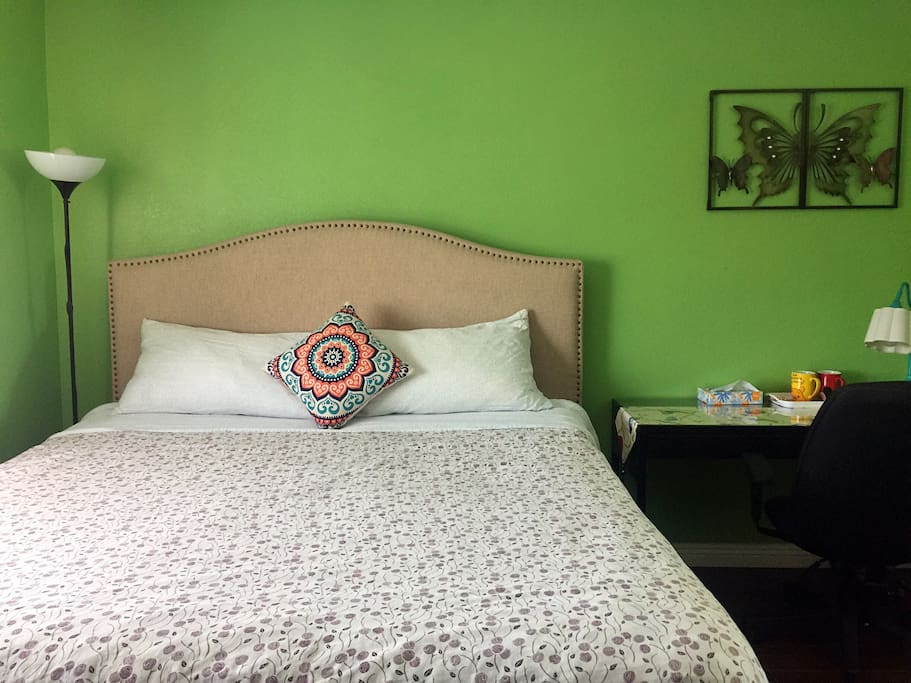 King bed master rm near disneyland villas for rent in for Bed master