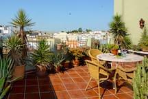 Big terrace for shared use/ Terraza grande para uso común!