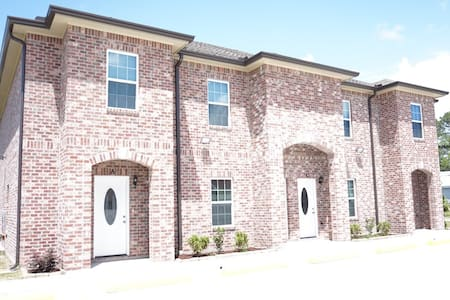 2 Bedrooms/2 Floors Apartment - Unit A - Houma