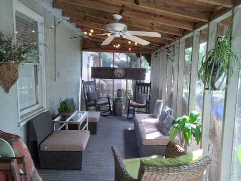 Cozy private, 2 Bedroom Cottage,