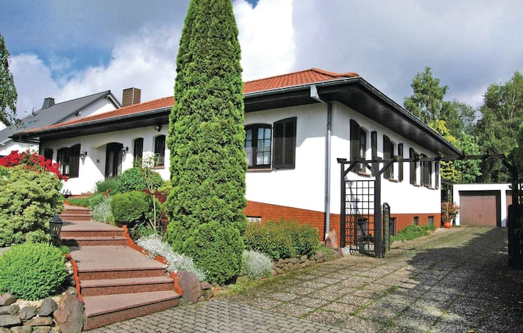 Holiday apartment with 2 bedrooms on 90 m² in Weiskirchen