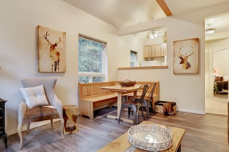 Snoqualmie Pass - Sleeps 8 starting at $109/nt