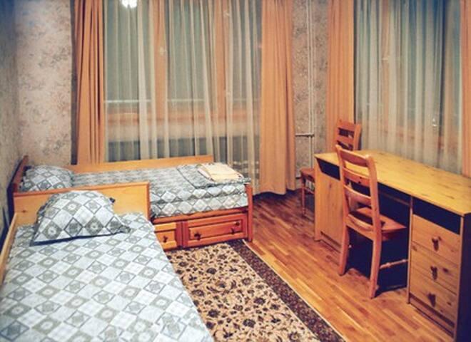 3rd floor bedroom, 2 single beds