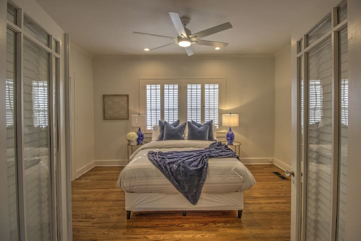The Craftsman Beautifully Remodeled 1.8 mi DTWN