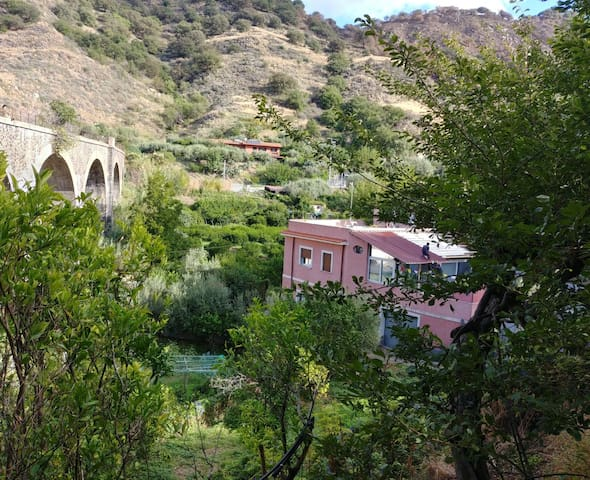 The Etna Room - A Farm Stay Hosted by US Expats