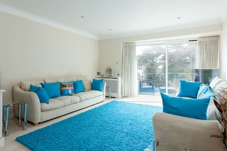 '18 Haven Court' - 2 bed flat close to beach