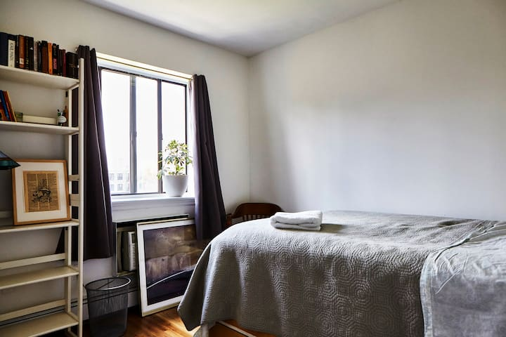 Bright, Modern Room in East Village!
