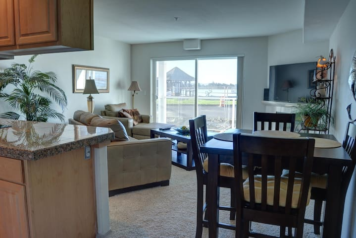 Pet friendly condo at an affordable price in Lincoln City's Taft District!