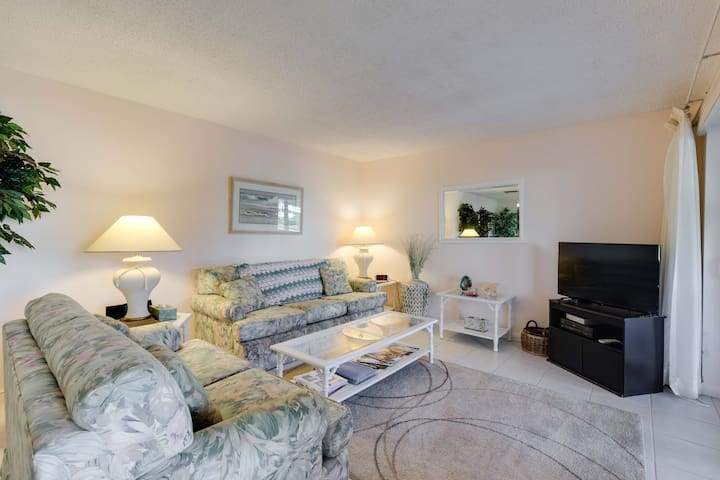 Bonita Beach 154E, Gulf Front Community, 1 Bedroom, Sleeps 3, Heated Pool