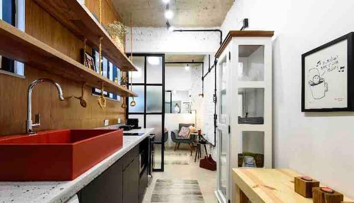Loft charmoso e moderno com excelente localização