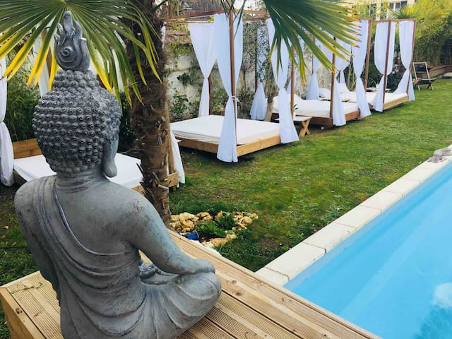 Buddha Beach thoiry Suite luxe  douche italienne