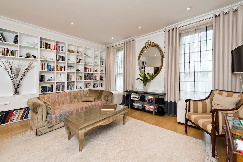Stylish Spacious Drawing room