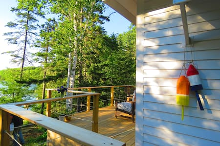 Charming Saltwater Cottage on Private Cove - Sedgwick - Hus