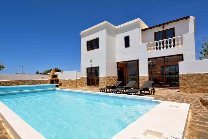 Villa Peaceful Private Pool 4 bedrooms wifi bbq !