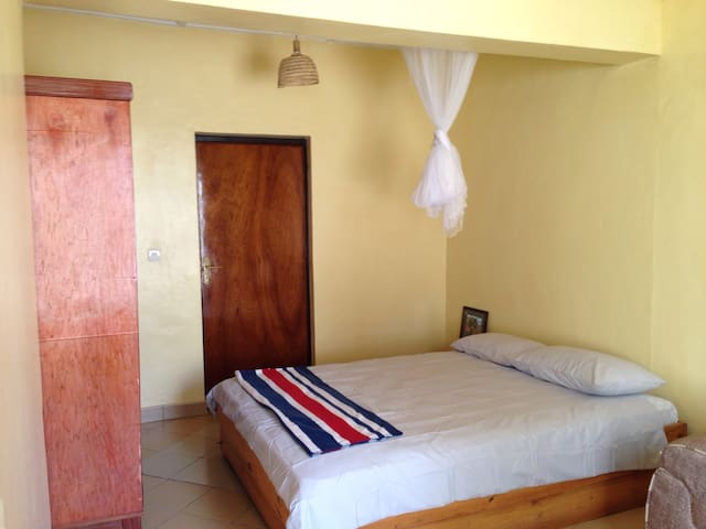 Studio room with unlimited wi-fi in heart of city