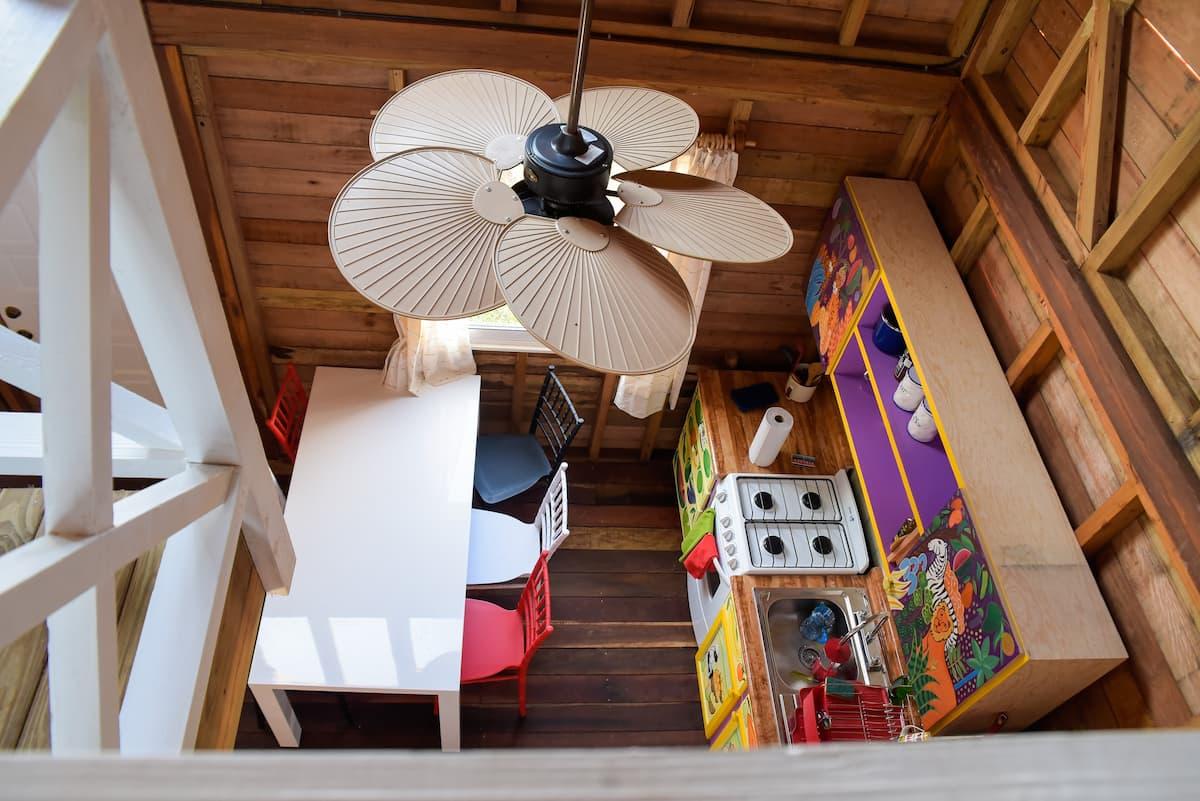 interior de una cabaña en why knot