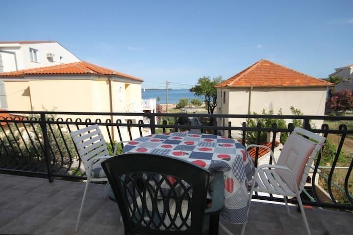 Pokoj s balkónem a výhledem na moře Pašman (S-8223-a)