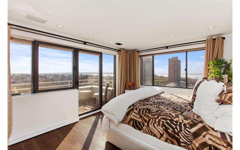 Penthouse Exclusive Garden Top Apartment