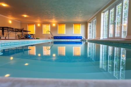 The Retreat with heated indoor pool - Apartment