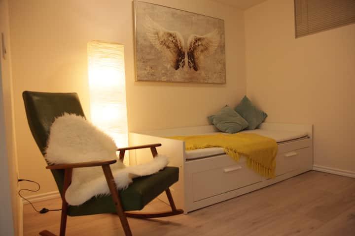Entire Cozy Guest Suite near PNE close to downtown