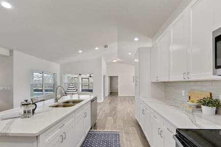 Modern Heated  Pool Home Minutes to Beach and Golf