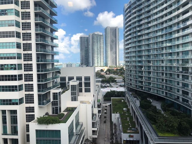 Luxury Condo Midtown/Midblock FREE PARKING 5★s