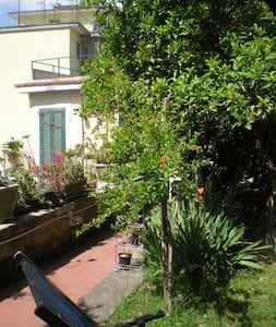 Casa Nocera oasi con giardino - Naples