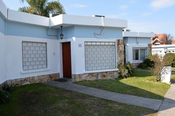 Hermosa casa en Carrasco, para 4 personas