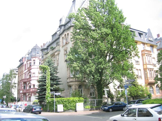 Close to Messe, museums, city - Frankfurt - Bed & Breakfast