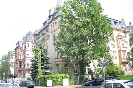Close to Messe, museums, city - Francfort
