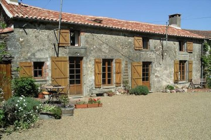 Charming converted farmhouse with pool, Vendée