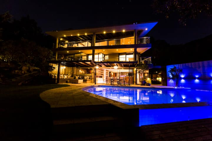 Camps Bay Dream Villa with pool and amazing views