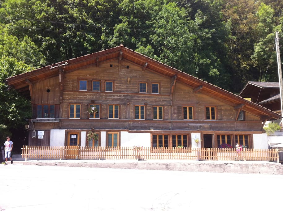 Large 325 Years Old Swiss Chalet, 45km from Interlaken, 20km from Gstaad, free WIFI.