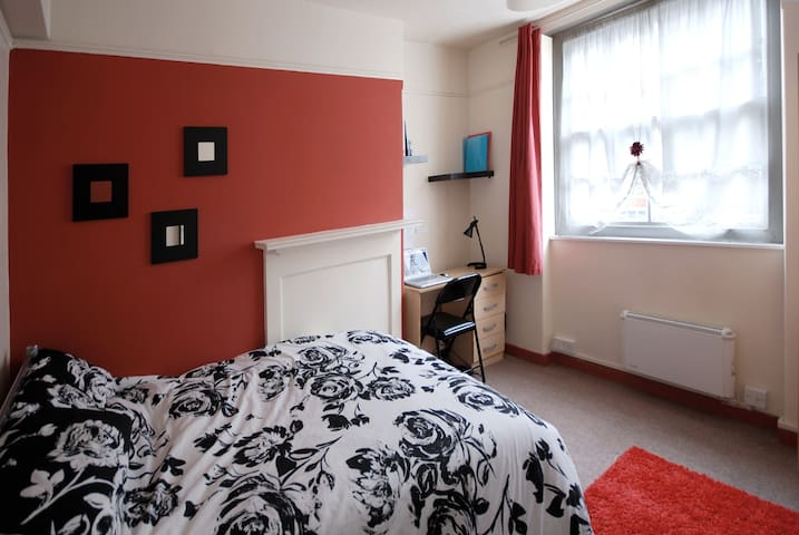 8 LOVELY ROOM LIVERPOOL STREET  - London - House