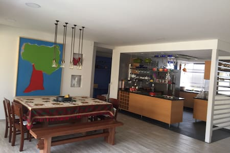 Apto Nuevo 160M2, 3 alcobas, zona hotelera, Wifi. - Cali - Wohnung