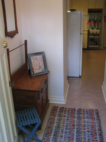 High Park Family Friendly Apartment - Toronto - House