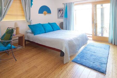Room type: Entire home/apt Bed type: Real Bed Property type: Cabin Accommodates: 2 Bedrooms: 1 Bathrooms: 1
