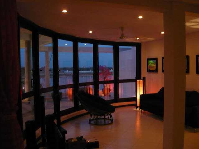 Penthouse apartment on riverside - Phnom Penh - Apartment