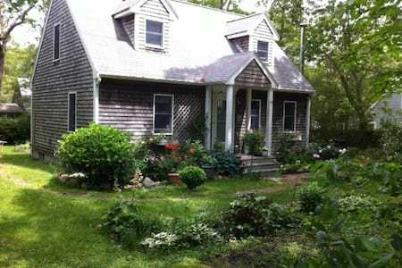 Serendipity/a haven on the Vineyard - Vineyard Haven - House