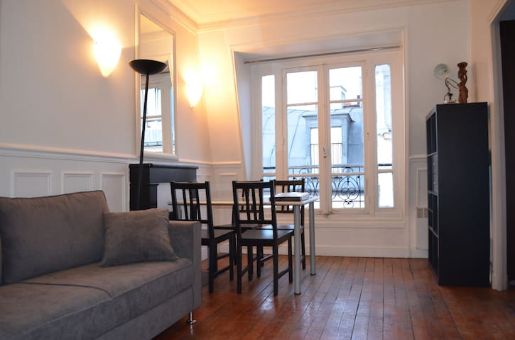 40m2/Montmartre/Amelie cafe/79€