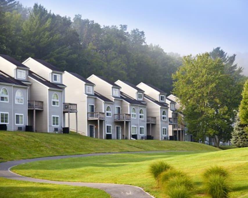 Poconos 2br Villas At Treetops Condominiums For Rent