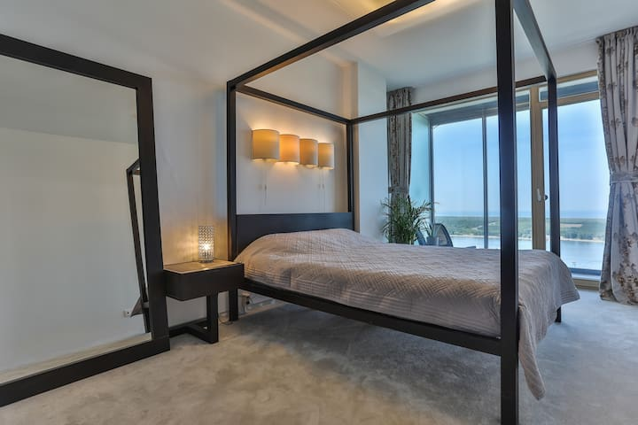 The Bedroom + the sea view!