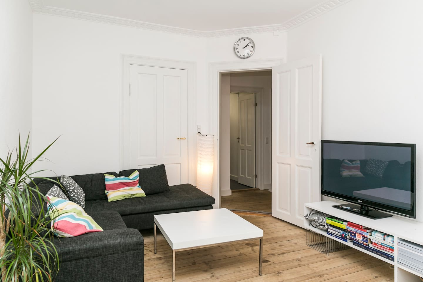 The spacious living room - It's all yours! 1