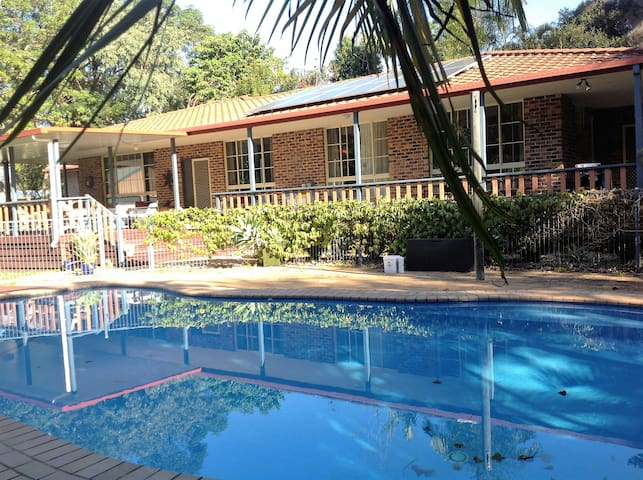 Large Family Home with Pool near Beach - Boambee