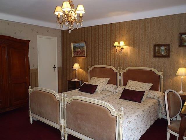 Chambre lits jumeaux dans maison 20km Toulouse - Vacquiers - Inap sarapan