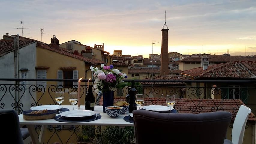 Central Apartment with Big Terrace - Florence - Appartement