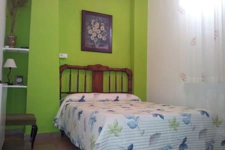 habitaciones con encanto Mari - Benisuera