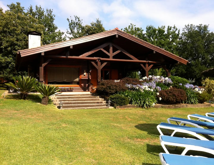 Preciosa casa de madera con piscina y 9000 metros